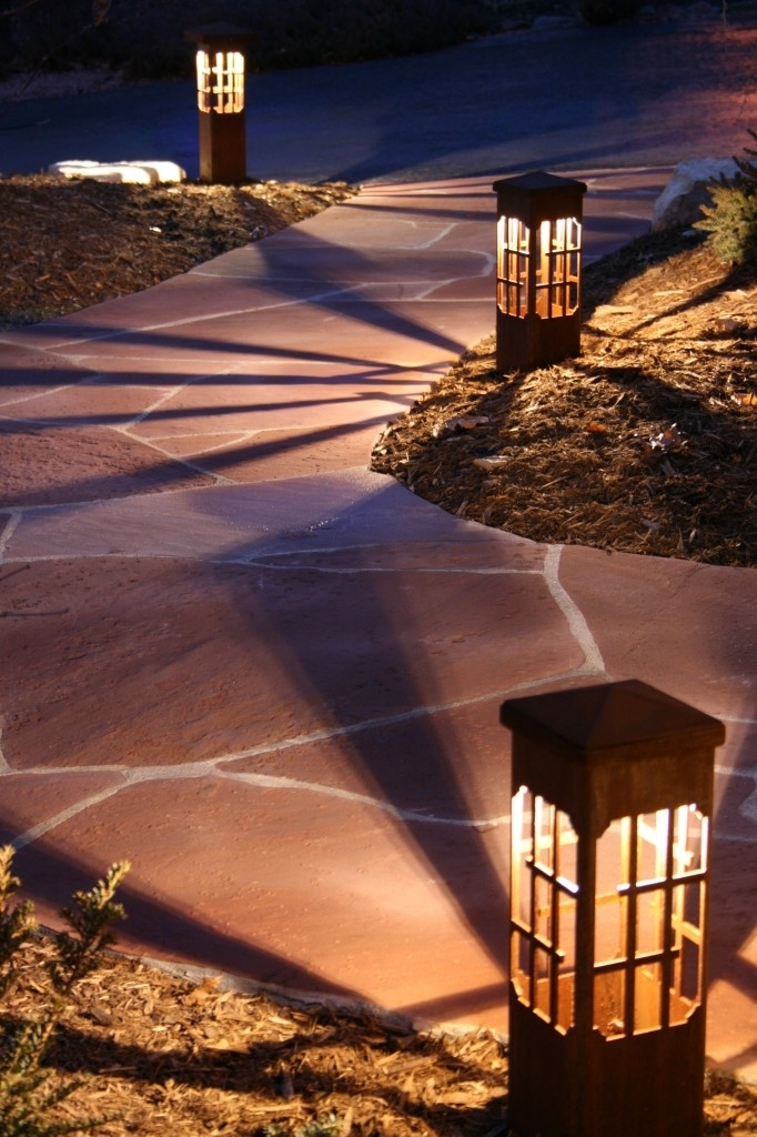 Attraction Lights Inside Outdoor Driveway Lanterns (View 11 of 15)