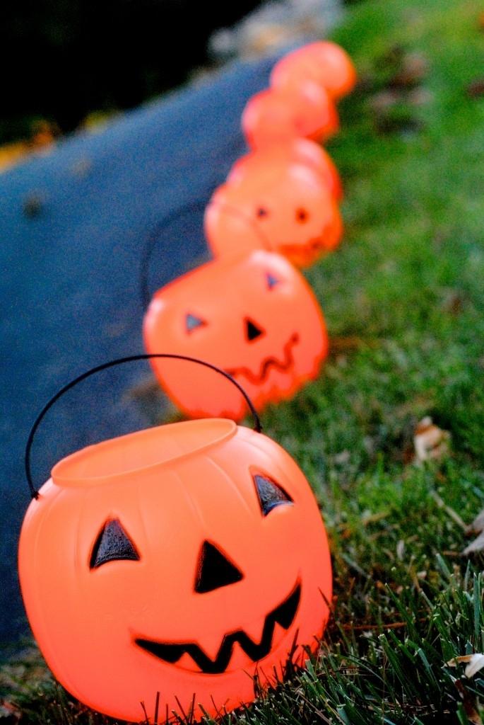 Easy Diy Glowing Pumpkin Lanterns {Day 28} | Making Lemonade Regarding Outdoor Pumpkin Lanterns (View 14 of 15)