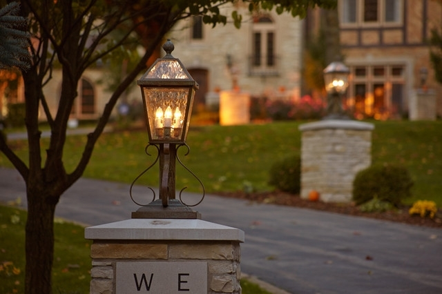 Elegant Driveway Lighting – Traditional – Garden – Milwaukee – Within Outdoor Driveway Lanterns (View 3 of 15)
