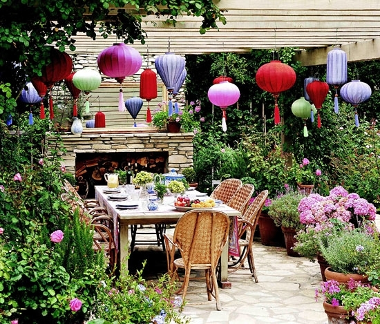 Gracious Outdoor Dining And Entertaining | Traditional Home Within Outdoor Paper Lanterns For Patio (#5 of 15)