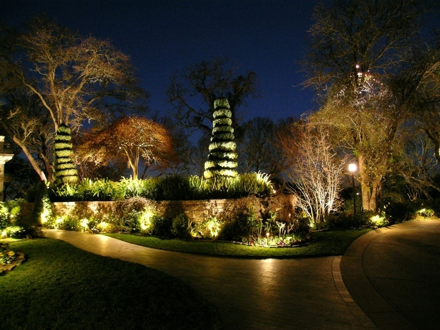 Low Voltage Landscape Lights Home : Ultimate Guide To Low Voltage In Outdoor Low Voltage Lanterns (#8 of 15)