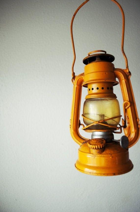 Vintage Yellow Winged Wheel No 350 Kerosene Lantern (#13 of 15)
