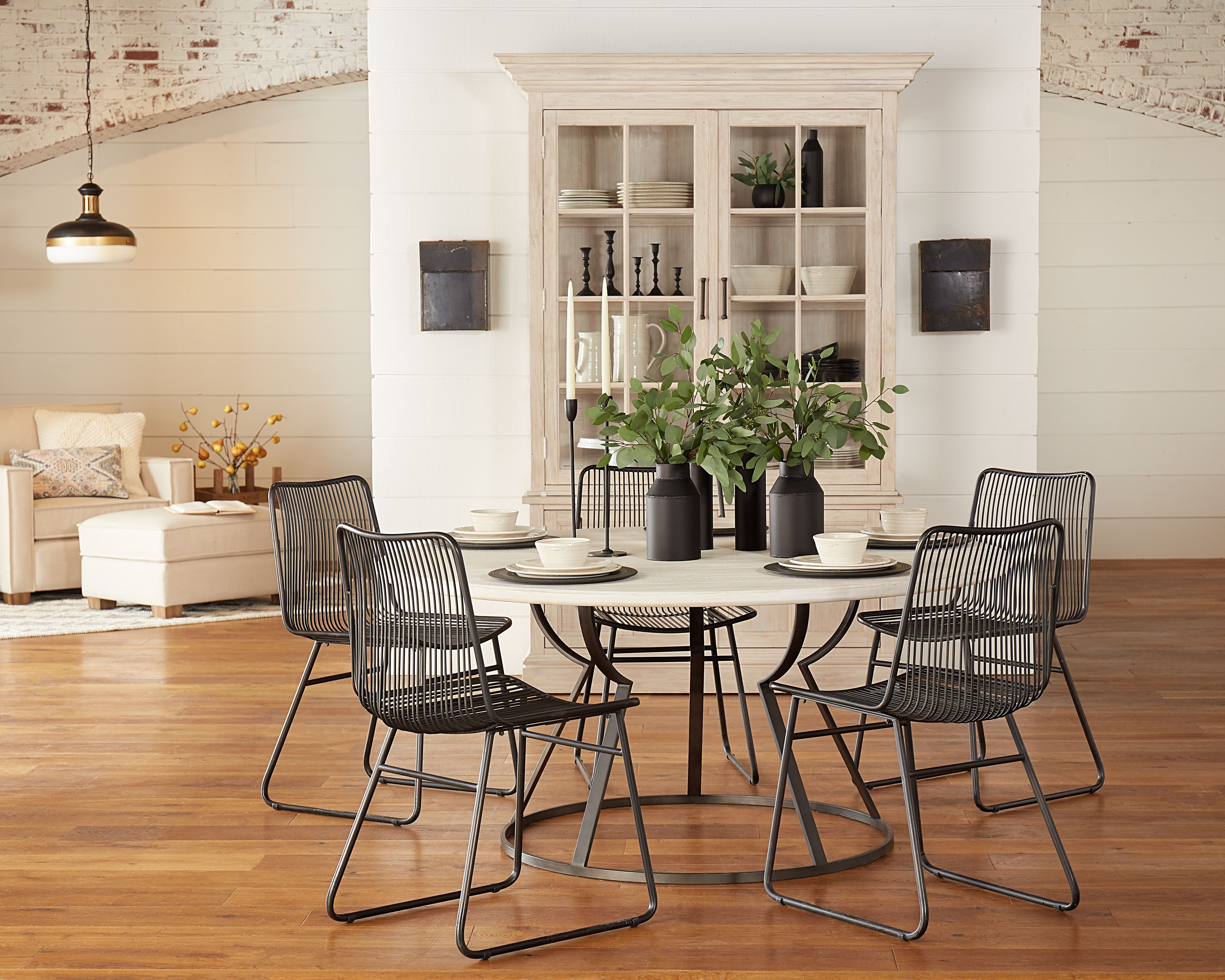 Belford Dining Table With Dru Metal Chairs – Magnolia Home (View 1 of 20)