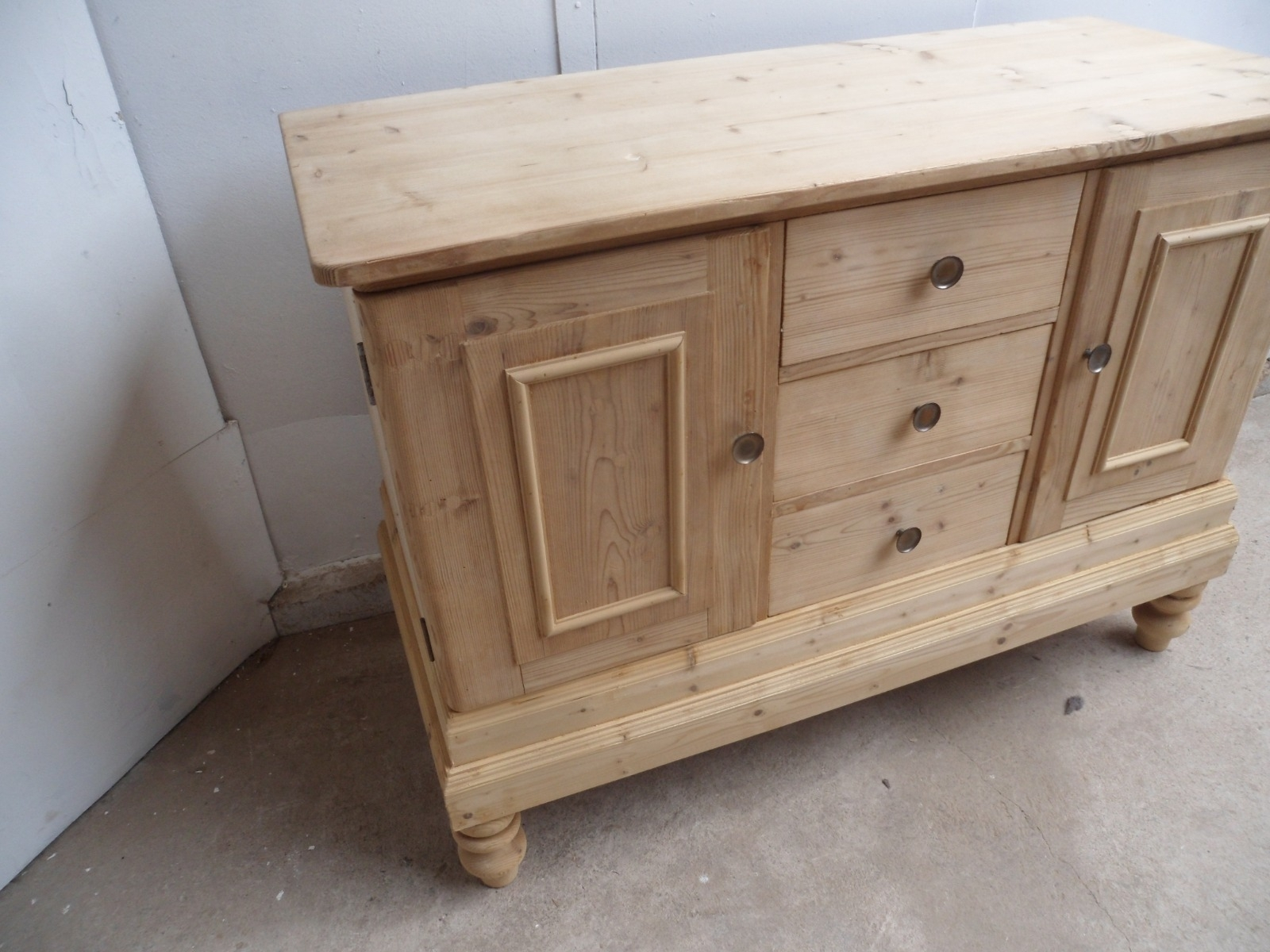 Lovely Old Pine 2 Door 3 Drawer Kitchen Dresser Base To Wax / Paint For Current Aged Pine 3 Drawer 2 Door Sideboards (#12 of 20)