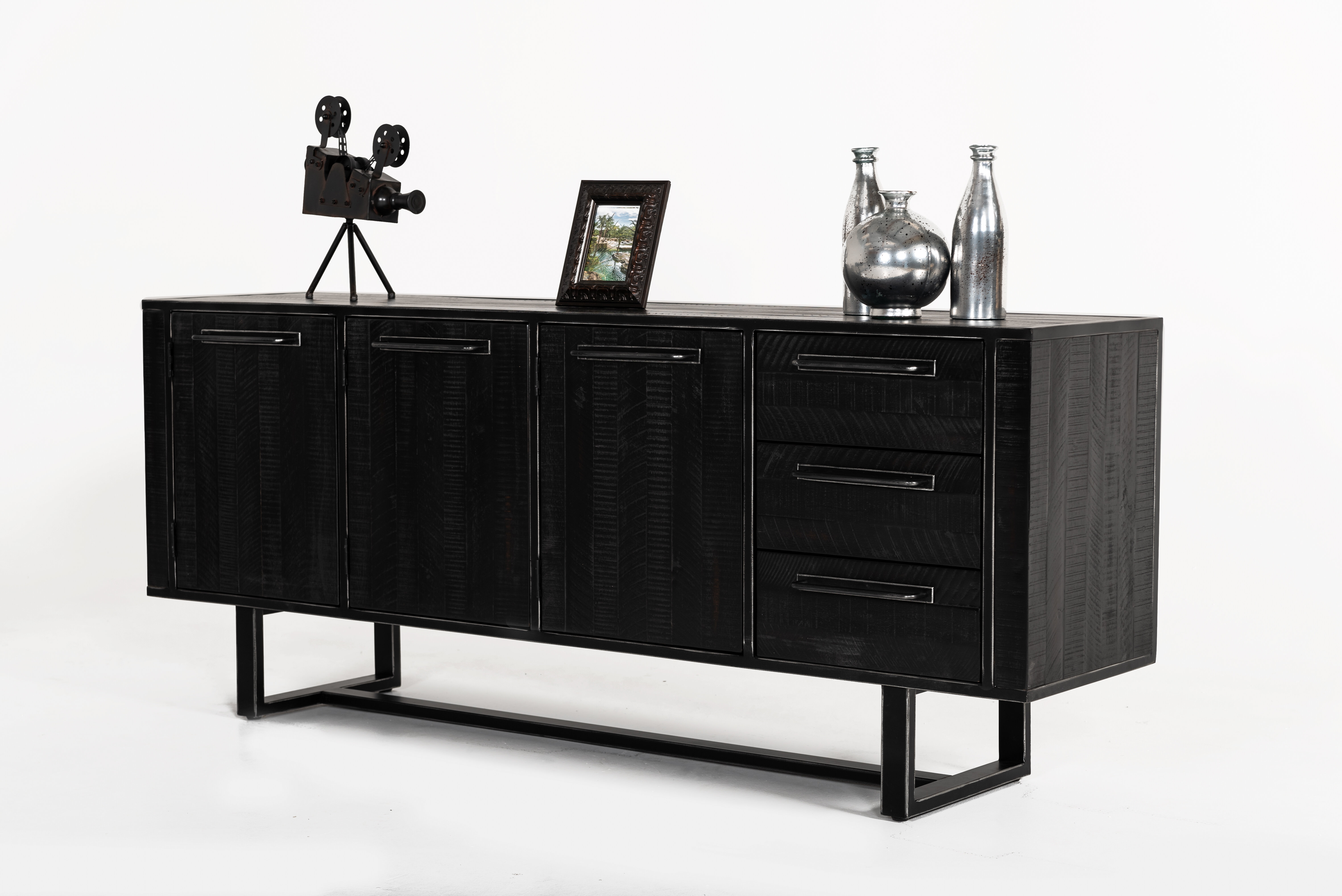 Hatherleigh Sideboard Within Most Up To Date Jacklyn 3 Door Sideboards (#8 of 20)