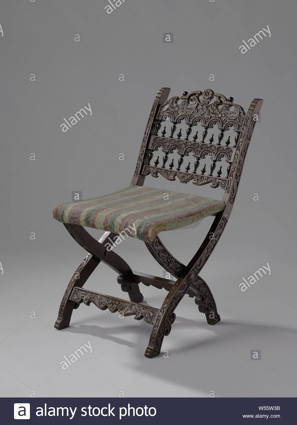 Crowned Chair Stock Photos & Crowned Chair Stock Images – Alamy With Newcombe Warm Brown Windsor Rocking Chairs (#13 of 20)