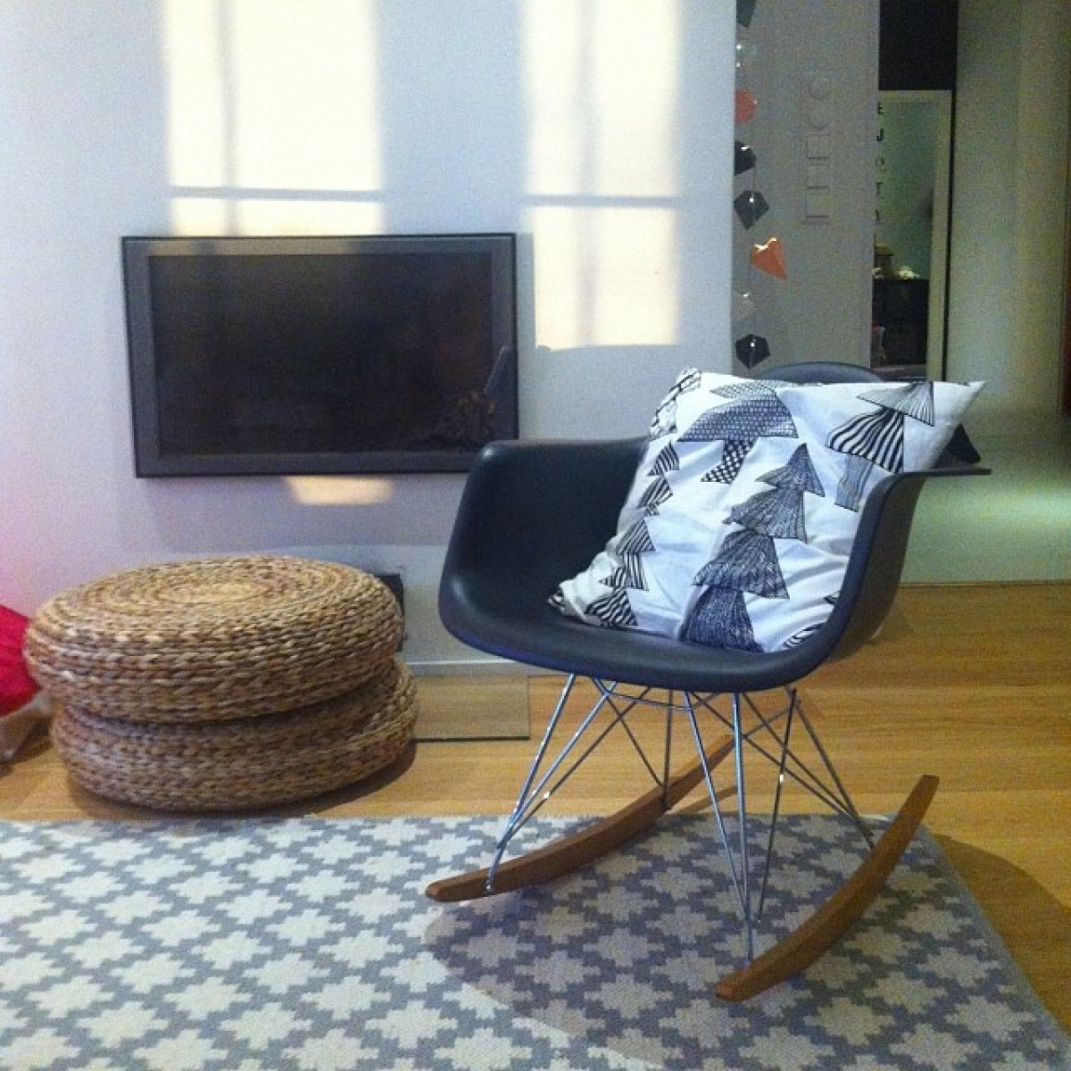 Rar Molded Black Plastic Rocking Chair With Steel Eiffel Legs Inside Black Plastic Rocking Chairs (#15 of 20)
