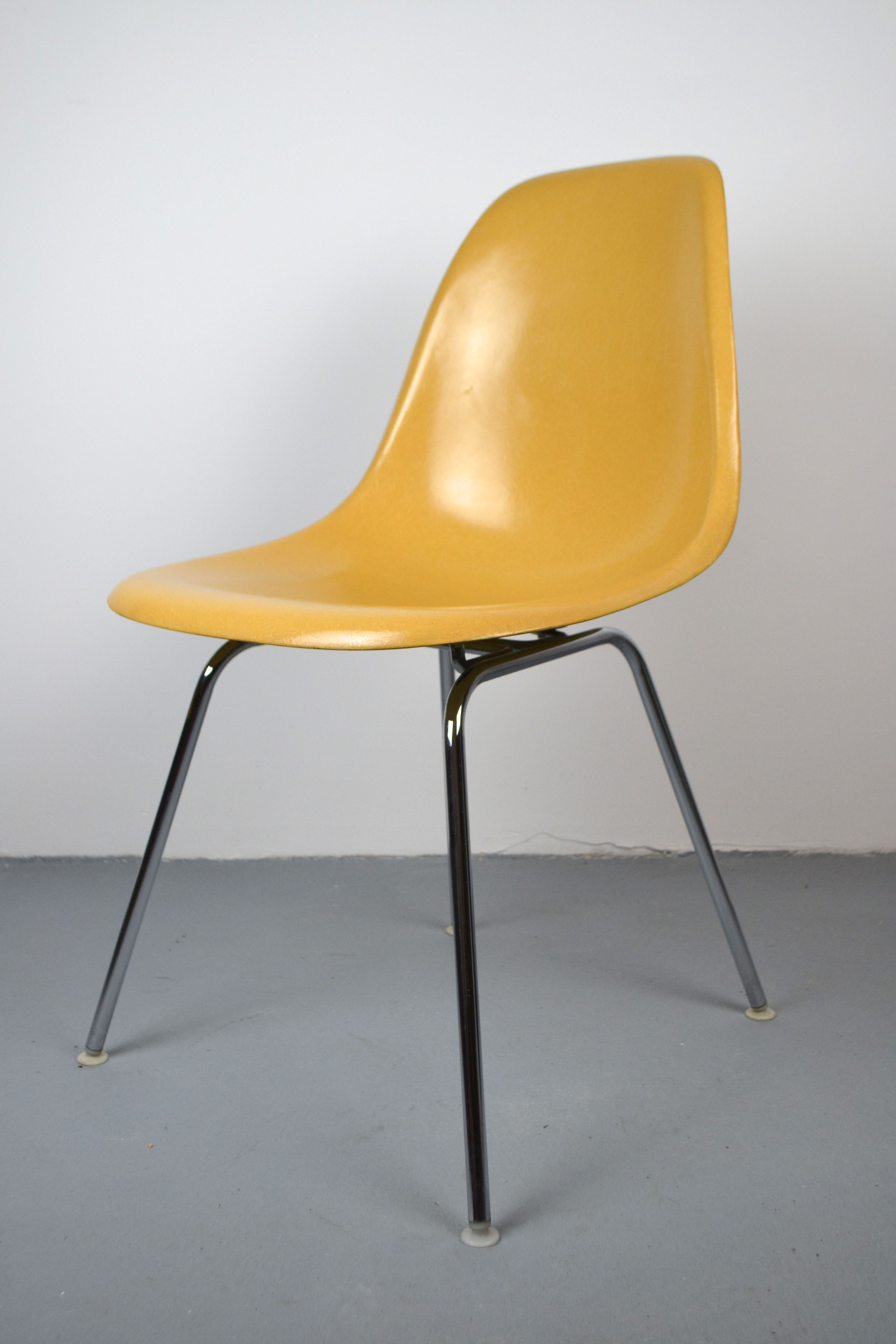 Sidechairs – Eames Fiberglass Chairs, Shock Mounts & Mid With Regard To Plastic Arm Chairs With Rocking Legs (View 7 of 20)