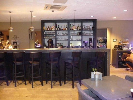 Edgar Bar Tables In Most Popular Bar Très Sympa – Picture Of Hotel Edgar, Saint Brieuc (#6 of 20)
