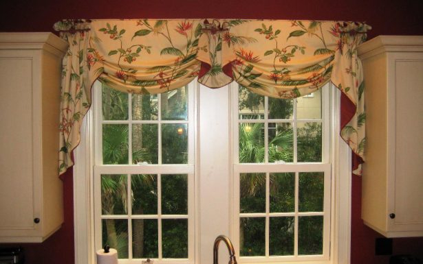 Hervorragend Red And White Swag Kitchen Curtains Simplicity Inside Grey Window Curtain Tier And Valance Sets (View 31 of 50)