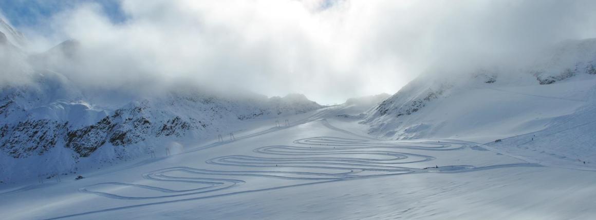 Pistenreservierung Am Schnalstaler Gletscher In Südtirol Throughout Porch & Den Park Point Blush 24 Inch Tier Pairs (#13 of 30)