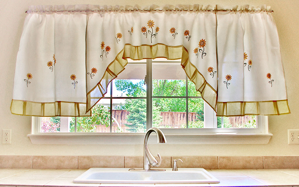 Sunflower Kitchen Curtains Style | Smart Officieal Room In Sunflower Cottage Kitchen Curtain Tier And Valance Sets (#44 of 50)