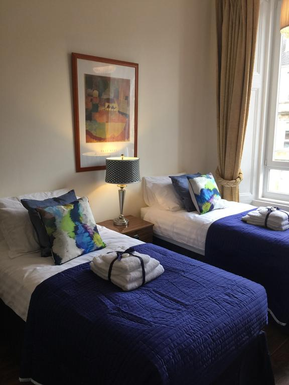 Trefoil Apartment, Glasgow – Updated 2019 Prices Pertaining To Glasgow Curtain Tier Sets (View 29 of 30)