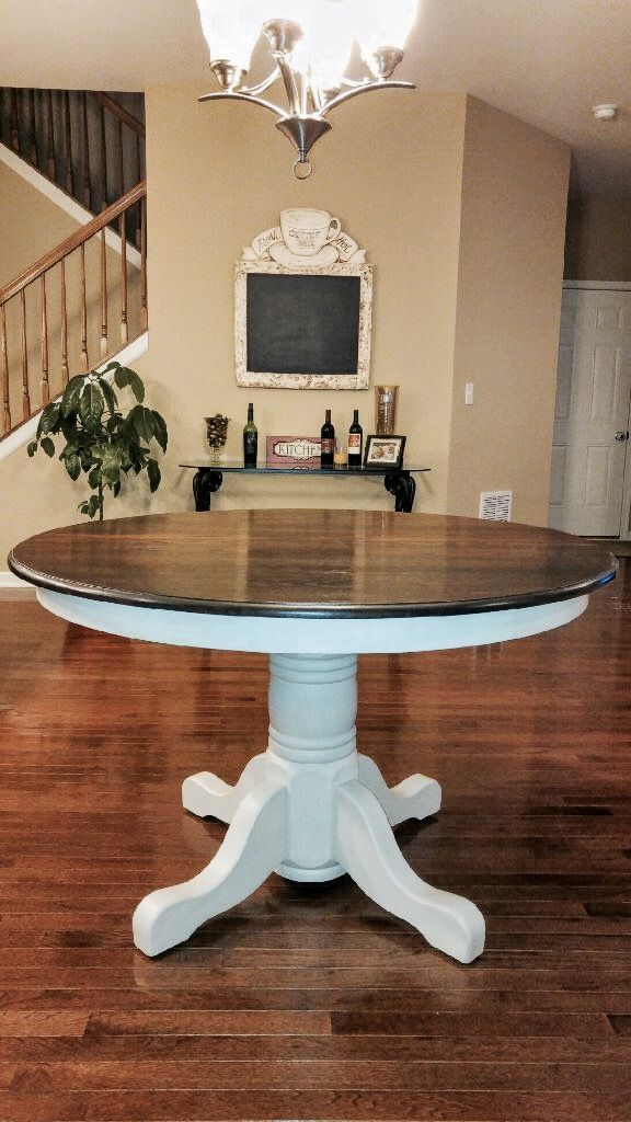 Beautiful Solid Oak Table (#2 of 20)