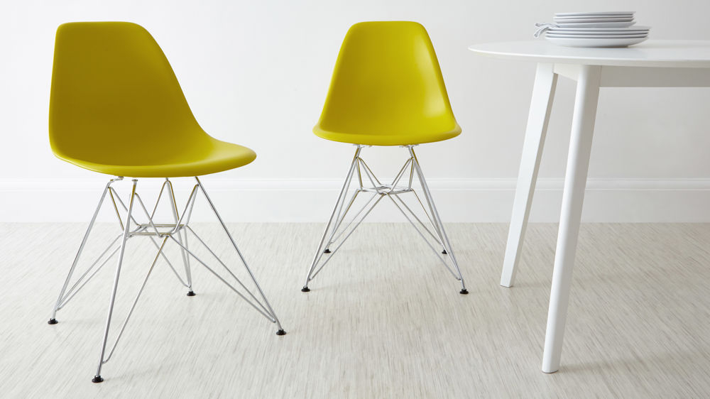 Eames Style Dining Tables With Wooden Legs Inside Widely Used Eames Moulded Wire Frame Dining Chair (#4 of 20)